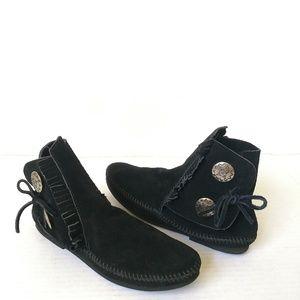 Minnetonka black ankle boot moccasins sz 9